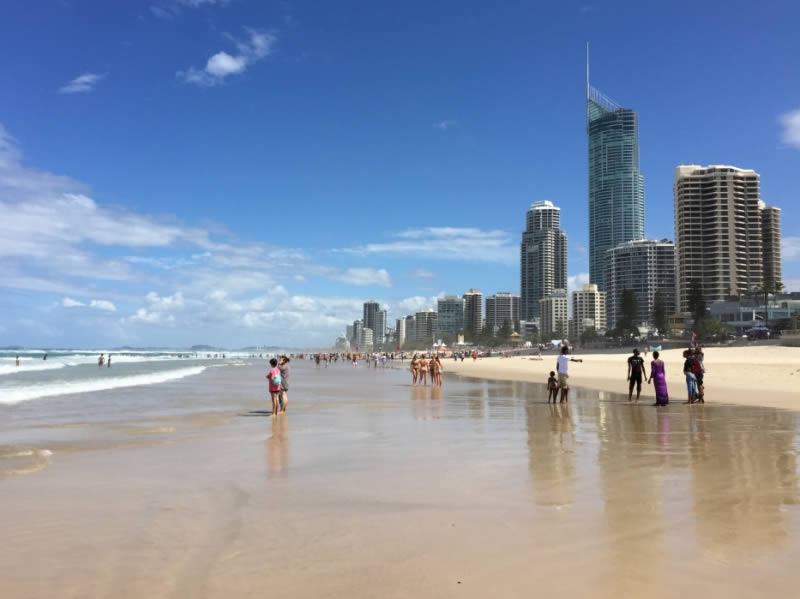 Language stay Surfer's Paradise