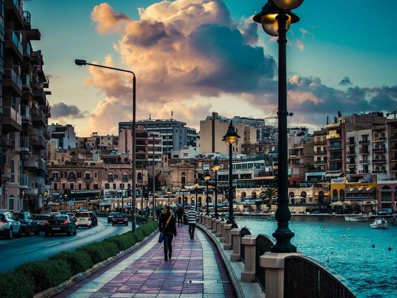 Language stay Swieqi